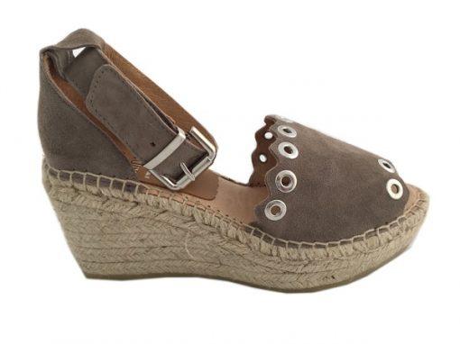Kanna Wedges Sandale mit Nieten