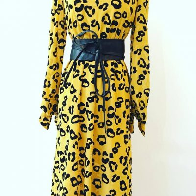 Kleid mit Leo Print Curry